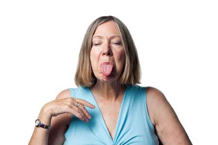 lengua afuera: Lady sobresale su lengua
