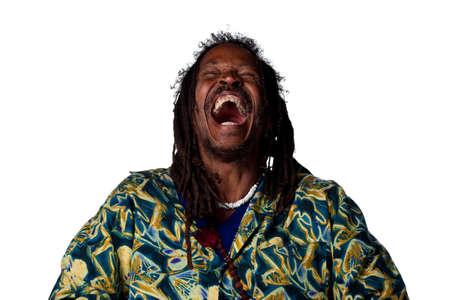 laughing out loud: Rasta hombre riendo a carcajadas, imagen aislado