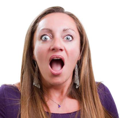 彼女の口を開いてとショックを受けた女性のポートレート