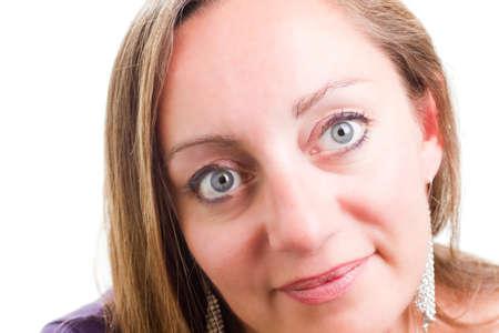 Attraktive, selbstbewusste Frau, die die Kamera betrachtet Standard-Bild