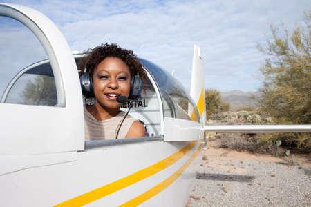 Pilota e aereo sulla pista Archivio Fotografico - 10470767