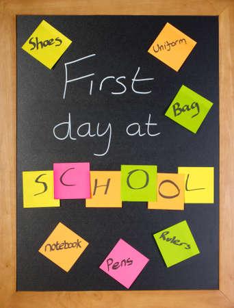 zapatos escolares: Una lista de todas las cosas que un estudiante pueda necesitar para su primer d�a de escuela