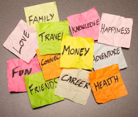 planificacion familiar: Un mont�n de opciones y decisiones que tomemos sobre las prioridades Foto de archivo