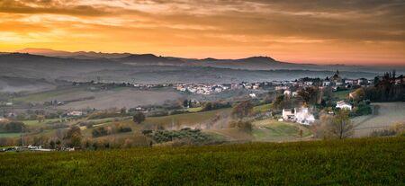 Tavullia, Pesaro and Urbino province, Marche, Italy. View on the village at the Autumnal sunset Stockfoto