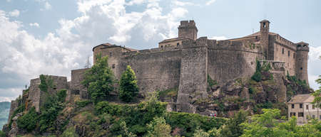The north side of the castle of Bardi. Parma province, Emilia and Romagna, Italy. Parma province, Emilia and Romagna, Italy. Redactioneel