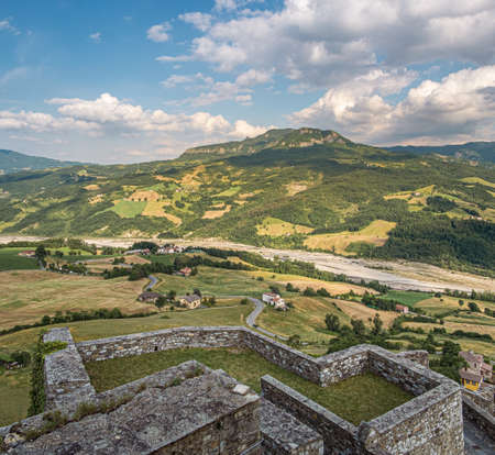 View on the river Ceno valley from the ramparts of the castle of Bardi. Parma province, Emilia and Romagna, Italy. Redactioneel