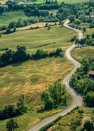 Hilly curvy road without traffic through the hills of the Northern Apennines. Bardi, Parma province, Emilia Romagna, Italy. Stockfoto