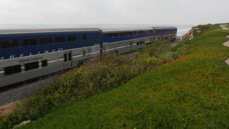 Del Mar, California USA - 23 Jan 2020: Pacific surfliner train, travel ocean beach. Passenger railroad, public transit. Express rapid intercity double decker blue commuter. Amtrak railway transport. Standard-Bild - 159003933