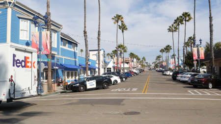 Oceanside, California USA - 27 Jan 2020: Police sheriff car, Pier View Coffee cafe. Palm trees on typical american street, pacific coast tropical resort. FedEx truck van lorry, generic view of city. Standard-Bild - 159003934