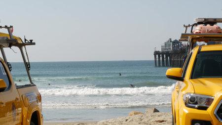 Oceanside, California USA - 8 Feb 2020: Yellow lifeguard car, beach near Los Angeles. Coastline rescue, life guard Toyota pick up truck, lifesavers vehicle. Iconic auto on ocean coast. Public safety. Standard-Bild - 161603752