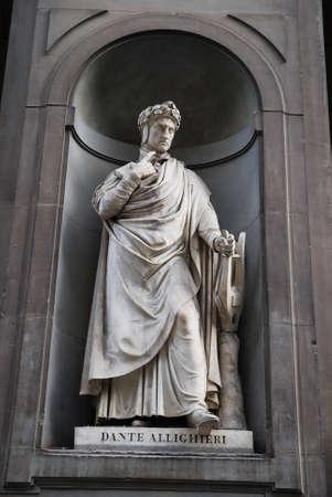 dante alighieri: Poet Dante Alighieri, statue in Palazzo Pitti in Florence , Italy