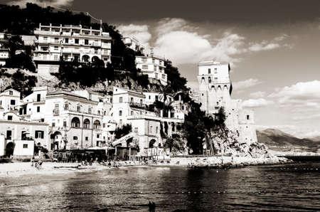bathers: Cetara Italia 2 Ottobre 2013: Cetara piccolo villaggio balneare sulla spiaggia costiera amalfitana LA � difeso da una antica torre saracena. Bagnanti sulla spiaggia in una calda giornata di ottobre. Sullo sfondo si pu� vedere la citt� di Salerno