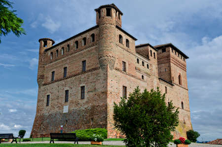 cavour: Italian medieval castle of Grinzane Cavour Editorial