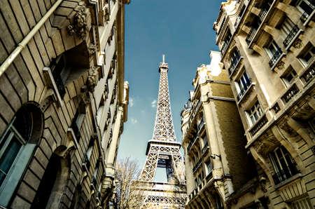 Eiffel tower between buildings in Paris, France Standard-Bild