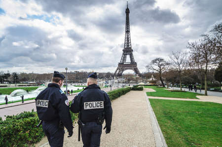 Paris, France - March 18, 2012: Patrols of two police officers in the Trocadero gardens and Eiffel Tower. 에디토리얼