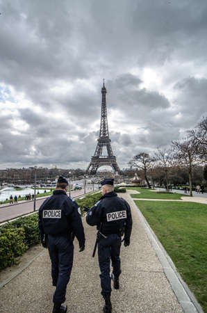 Paris, France - March 18, 2012: Patrols of two police officers in the Trocadero gardens and Eiffel Tower. Éditoriale