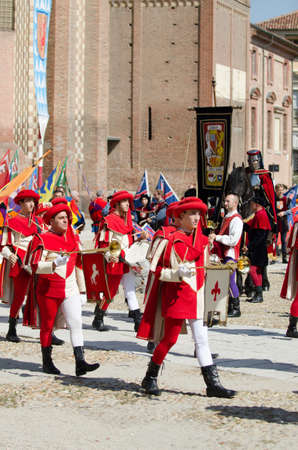 vestidos de epoca: Asti, Italy - September 16, 2012 :: the historic Medieval Palio of Asti in Piedmont, Italy. Trumpeter and flag bearers in medieval costumes at historical Palio Asti. Medieval historical parade with blackberries than 2,000 people in period costume, paradin