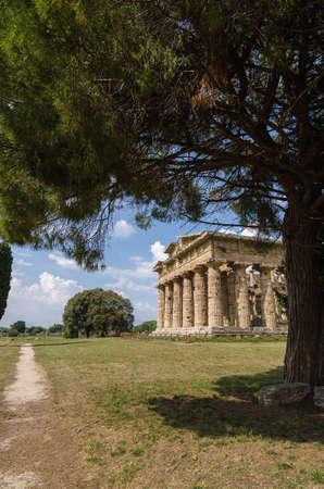 neptuno: El sitio arqueológico de Paestum, templo de Neptuno. Italia