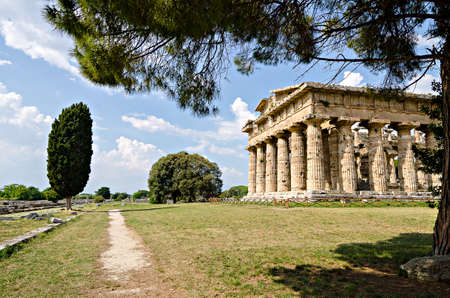 neptuno: El sitio arqueol�gico de Paestum, templo de Neptuno. Italia