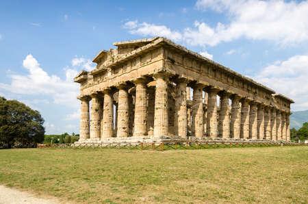 neptuno: Templo de Neptuno en Paestum. Italia Foto de archivo