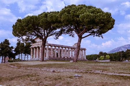 templo griego: El templo griego de Atenea en Paestum. Italia