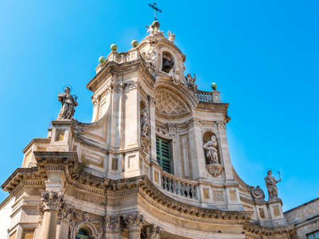 Detail of the facade of the Collegiate Basilica (also known as Saint Mary of the ALMS) is a church in Catania, Sicily, southern Italy. Finished in 1768, it is an example of Sicilian Baroque. Banque d'images