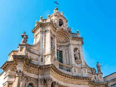 Collegiate 대성당 (성사 알 자크의라고도 함)의 외관의 세부 사항은 카타니아, 시칠리아, 남부 이탈리아에서 교회입니다. 1768 년에 완성 된이 시칠리아 바로크의 예입니다.