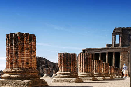 derecho romano: Basilica at Pompeii is the old courthouse in the Roman Empire