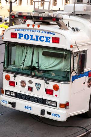通信: Police communications division bus 報道画像