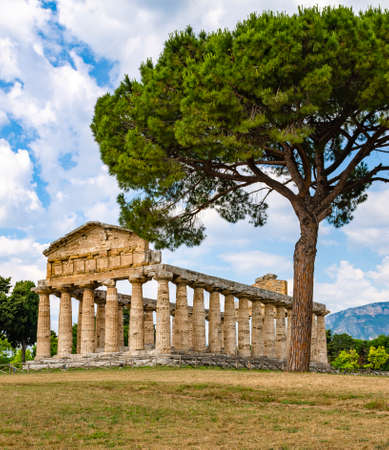emple of Athena at Paestum was an ancient Greek city in Magna Graecia Banque d'images - 120092910