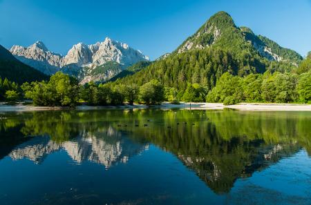 スロベニア、クランスカ ・ ゴーラ ジャスナ湖 写真素材
