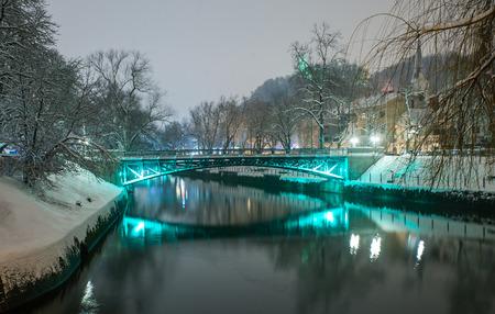 Ljubljanica river in snow, Ljubljana, Slovenia Standard-Bild