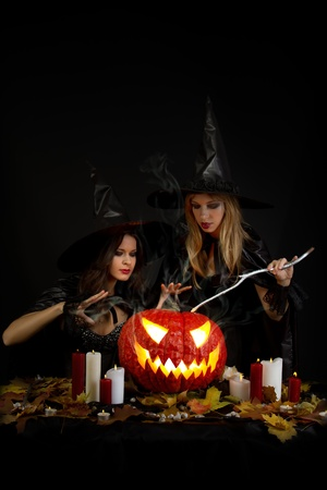wicca: Halloween witches