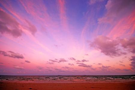 Avond scene met zonsondergang op zee