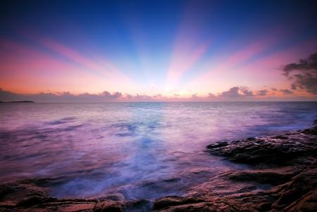 바다 일몰 일출 배경 자연 빔 태양이 하늘의 구름 스톡 콘텐츠