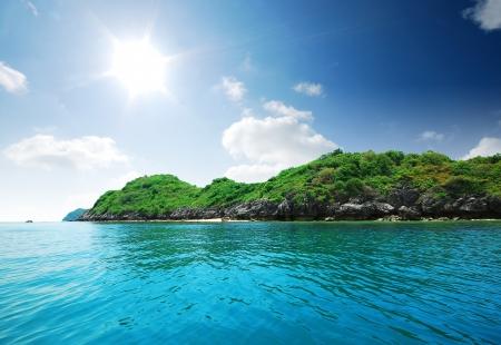 Eiland, zee, zand zon strand natuur bestemming behang en achtergrond voor ontwerp op Krabi in Thailand Stockfoto