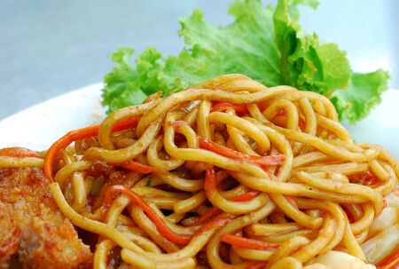 spaghetti chicken food and vegetable photo