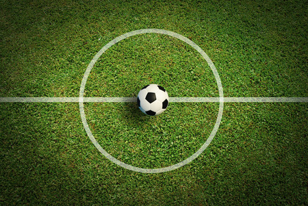 Fussball Fußballplatz Stadion Gras Linie Ball Hintergrundtextur Licht Schatten auf dem Rasen Standard-Bild - 27770987