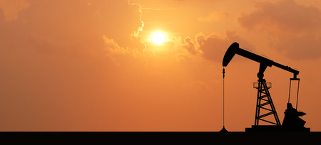 Oliepomp booreiland energetische industriële machine voor aardolie in de zonsondergang achtergrond voor ontwerp Stockfoto