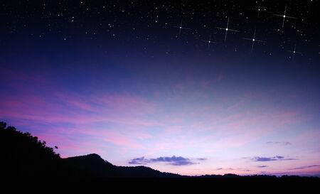 estrellas moradas: cielo del atardecer de fondo estrella de la naturaleza la luz del amanecer para el dise�o