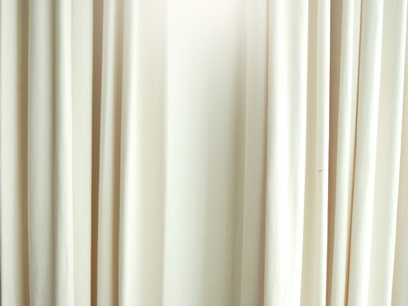 Modelo blanco de fondo textura de la cortina para el diseño