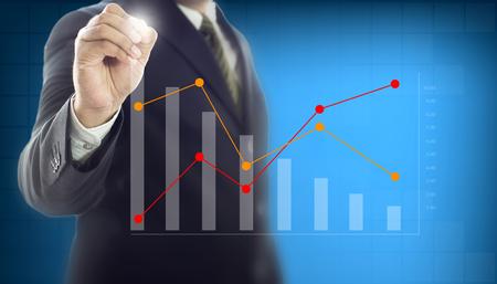 Groei grafiek zakenman hand schrijven controle grafiek, bedrijfsconcept