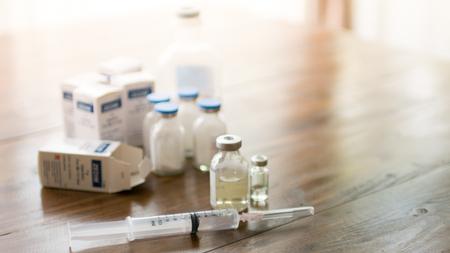 Spuitnaald Spuit en Flesjes Met Geneeskunde