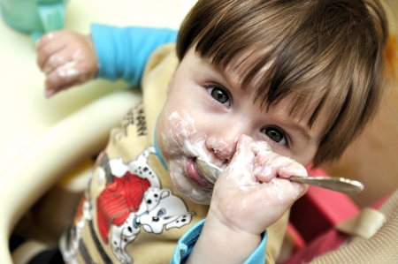 independently: Baby tries to eat independently