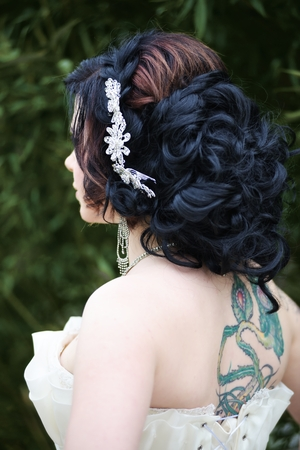platinum hair: Beauty wedding hairstyle with hairpin