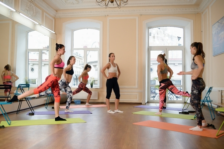 understand: Instructor helps to understand how to do exercise Stock Photo