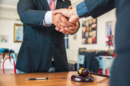 Lawyers and businessmen join hands in business After signing the legal consultancy contract Standard-Bild