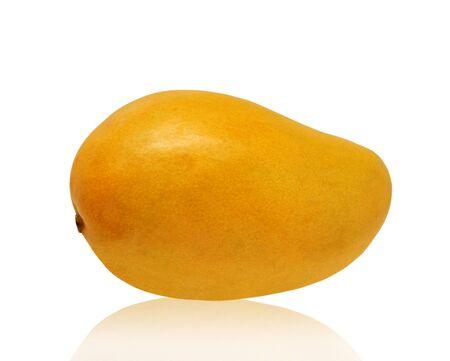 mango fruta: Mango aislado en blanco