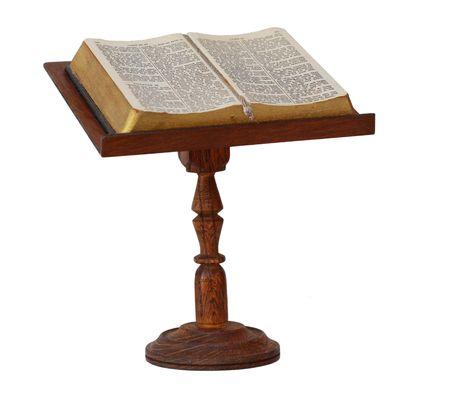 bible ouverte: Bible sur socle en bois isol�e sur blanc  Banque d'images