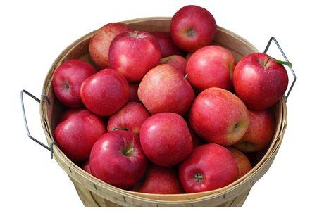 canastas con frutas: Fanega de manzanas rojas aislados en blanco